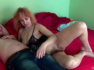 Mature amateur Russian MILF Larisa rides a weasel words like a protest