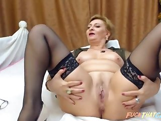 Grown-up girl masturbates and fucked her shaved pussy