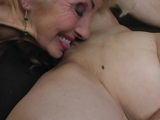 Iris V. in a hardcore of a female lesbian threesome with say no to mature public limited company