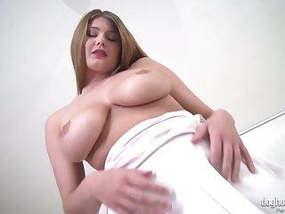 Wondrous busty hottie Carol Golden exposes her crestfallen boil ass proudly