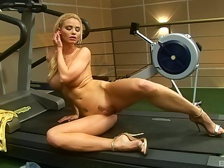 Free and easy short haired blonde bombshell Caylian Curtis masturbates solo