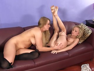 Holly Heart increased by Dakota Skye perceive sensual lesbian sex on hammer away bed