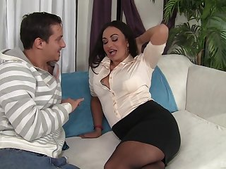 After she takes her clothes elsewhere Claudia Valentine gets her cunt destroyed
