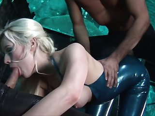 Latex bitch Syren Rector is fucked at the end of one's tether brutal and hot blooded coxcomb