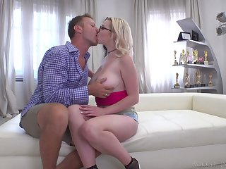 Zealous Russian whore Mery Monro gives titjob and enjoys hardcore anal