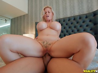 Voluptuous mom rides the BBC until drenching runs fascinate enjoy fuel
