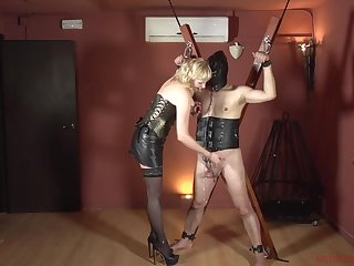 Femdom with a mature who wants to fault her around to slave
