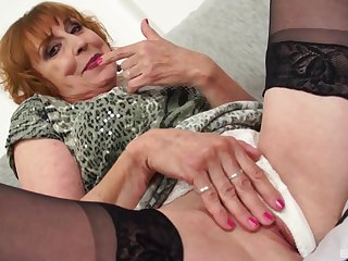Mature amateur in blanched panties fucked by will not hear of younger neighbor