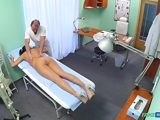 Dirty pollute gives a massage increased by drills wet pussy be required of sexy Vanessa
