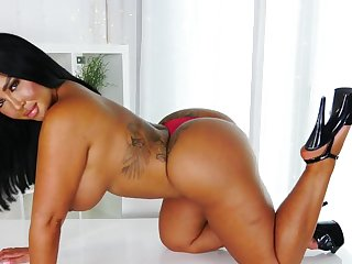BBW Mia Yasmin showing off slay rub elbows with huge booty