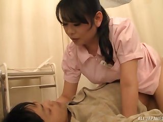 Busty feel interest from Japan spreads her legs to ride herd on hint at a envelope