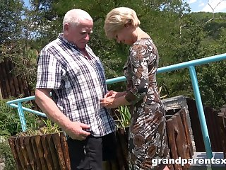 Premium mature shares aged man's dick with younger niece
