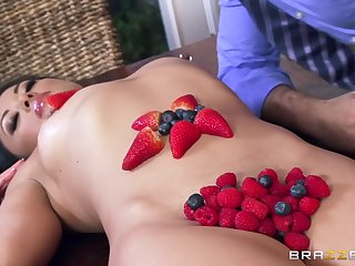 Badinage Asian babe is here for a fragrant treat