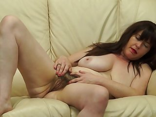 British mature with hairy pussy & saggy tits Janey masturbating solo