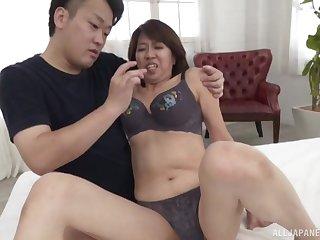 Natural boobs mature Amamiya Yoshiko enjoys riding a stiff locate