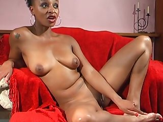 Ebony solo babe Lala opens her toes to pleasure her cravings